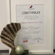 certyfikat i statuetka - Perąy